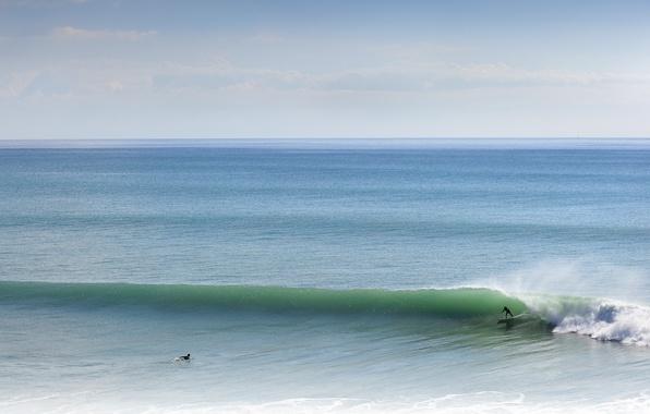 Картинка море, волны, небо, облака, брызги, горизонт, серфер, серфинг, экстремальный спорт, доски для серфинга