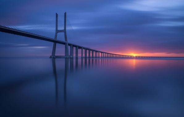 Картинка небо, солнце, мост, побережье, Португалия, Лиссабон
