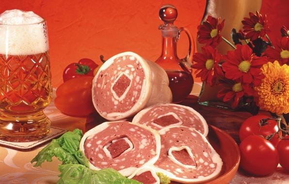 Картинка цветы, пиво, кружка, мясо, овощи, помидоры, колбаса, flowers, beer, Meat, болгарский перец, vegetables, tomato, pint, …