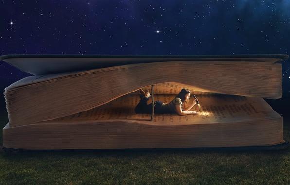 Картинка трава, девушка, ночь, коллаж, темно, фонарь, книга, лежа, чтение, гигантская