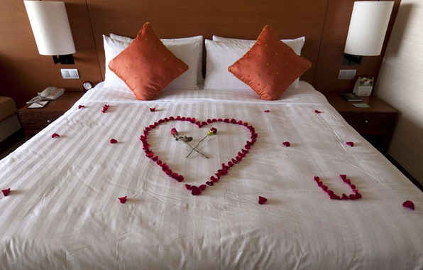 Картинка письмо, любовь, цветы, дизайн, комната, сердце, кровать, розы, интерьер, подушки, лепестки, признание, спальня