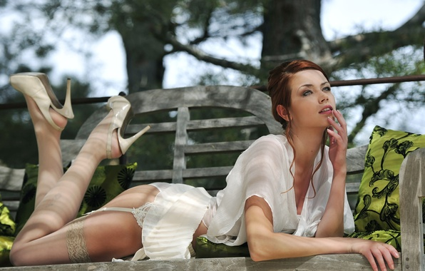 Картинка девушка, трусики, юбка, чулки, лежит, рубашка., maria eriksson