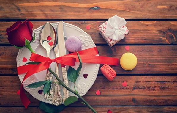 Картинка цветок, праздник, подарок, доски, роза, тарелка, лента, бант, пирожные, конфетти