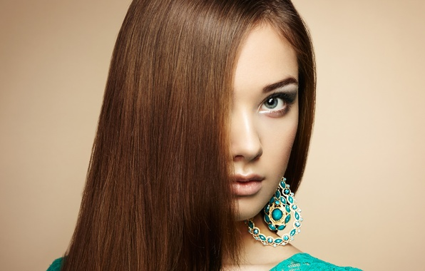 Картинка взгляд, девушка, серьги, макияж, прическа, girl, hair, челка, look, makeup, earrings, hairdo