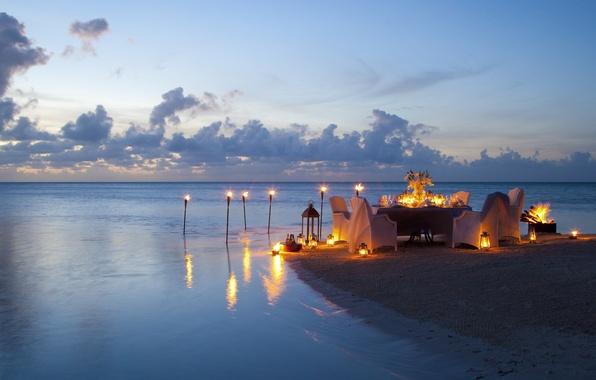 Картинка пляж, океан, романтика, вечер, свечи, beach, ocean, sunset, view, romantic, ужин, dinner