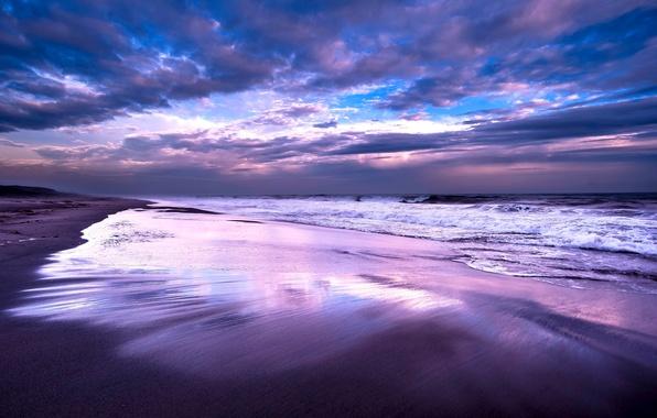 Картинка небо, облака, тучи, океан, берег, Море, вечер, прибой, синее, сиреневое