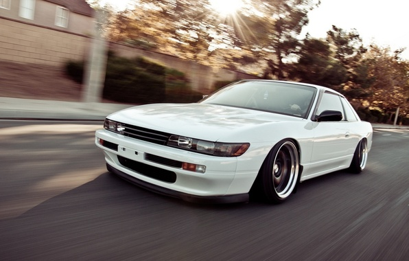Картинка car, белый, скорость, nissan, white, автомобиль, style, ниссан, jdm, tuning, silvia, speed, s13, nation, едет, …