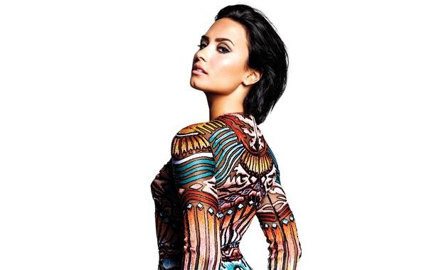 Картинка поза, макияж, фигура, брюнетка, прическа, наряд, белый фон, певица, фотосессия, Деми Ловато, Demi Lovato, Confident, ...