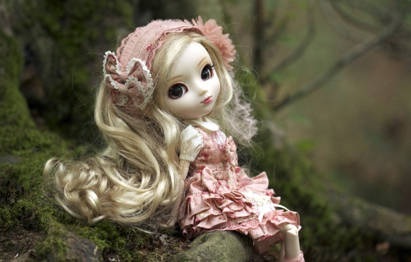 Картинка природа, игрушка, кукла, платье, блондинка, повязка, сидит