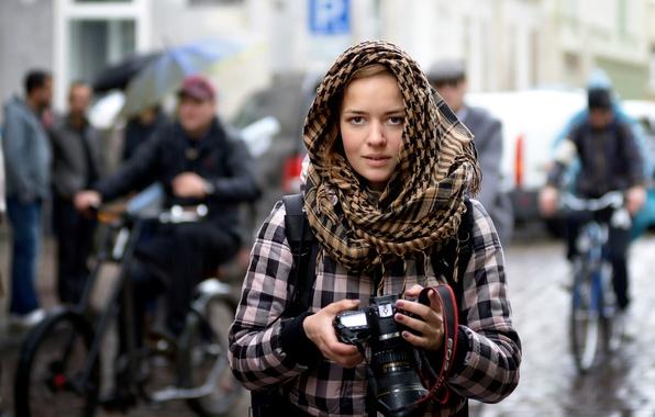 Картинка девушка, город, дождь, улица, фотоаппарат, фотограф, Stranger