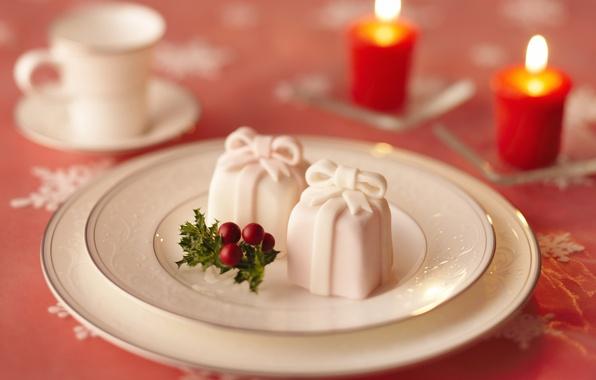 Картинка праздник, шары, игрушки, новый год, свеча, тарелка, кружка, лента, чашка, подарки, бантик, свечки, новогодние, коробки. …