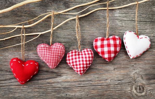 Картинка доски, сердца, веревки, сердечки, красные, белые, нитки, фигурки, тканевые