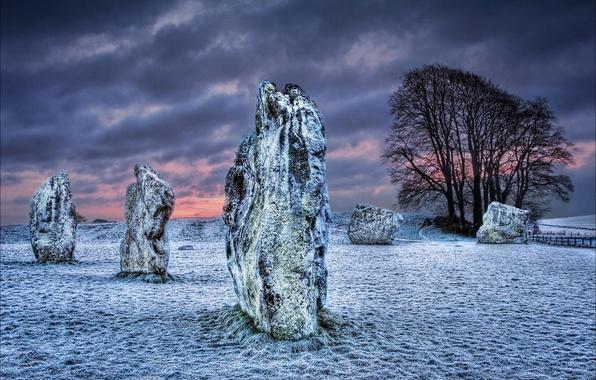 Картинка зима, поле, небо, облака, снег, ночь, камни, Великобритания, мегалит, Уилтшир
