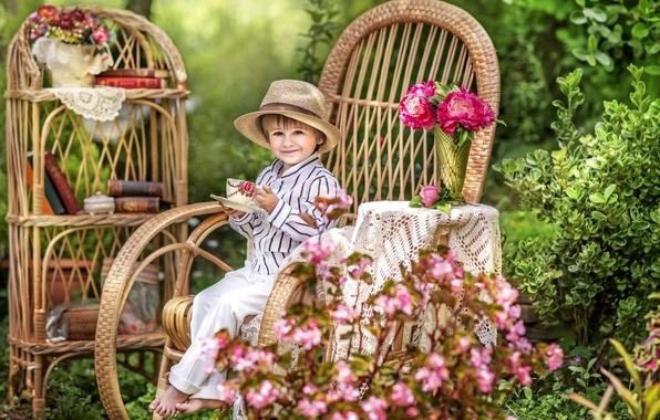 Картинка лето, радость, цветы, детство, уют, книги, кресло, шляпа, мальчик, сад, чаепитие, дача