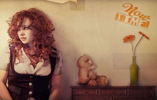 Картинка цветок, взгляд, стена, надпись, игрушка, Девушка