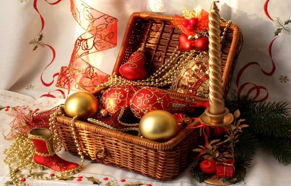 Картинка шары, свеча, лента, бусы, корзинка, красная, сапожок, Ёлочные игрушки, ветка елки
