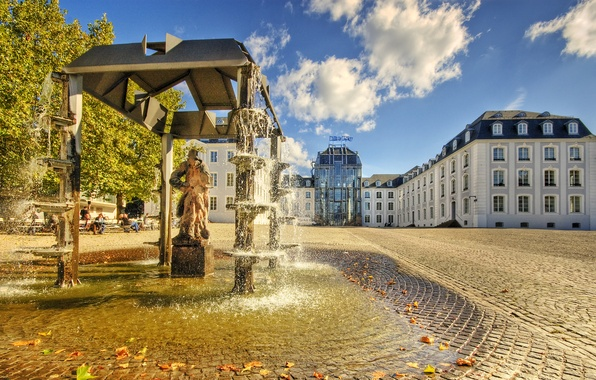 Картинка вода, солнце, город, люди, дома, Улица, памятник, фонтан, статуя