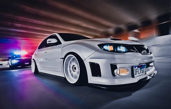 Картинка car, обоя, тюнинг, скорость, полиция, погоня, белая, white, sexy, автомобиль, subaru, style, impreza, jdm, tuning, …