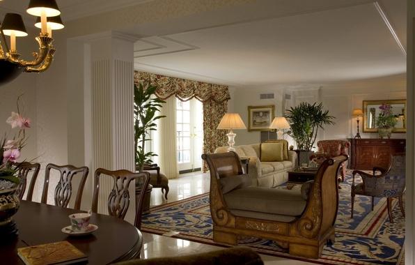 Картинка цветы, лампы, комната, диван, мебель, ковёр, окно, Гостиная