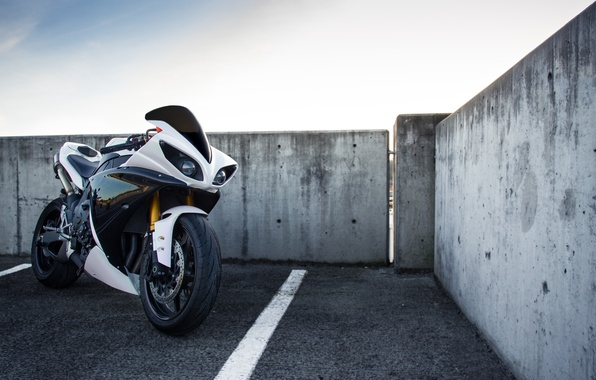Картинка белый, небо, облака, мотоцикл, white, yamaha, sky, ямаха, yzf-r1