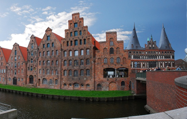 Картинка небо, мост, река, башня, дома, ворота, Германия, Любек