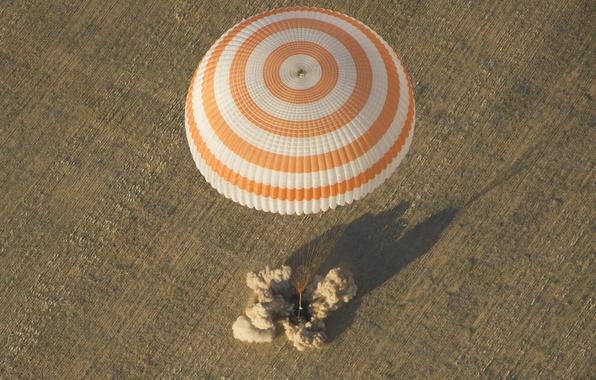 Картинка парашют, приземление, Союз ТМА-04М