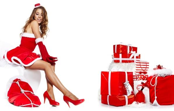Картинка девушка, Новый Год, туфли, подарки, белый фон, шатенка, сидит, коробки