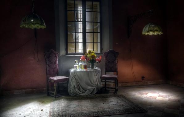 Картинка стол, комната, окно, бутылки