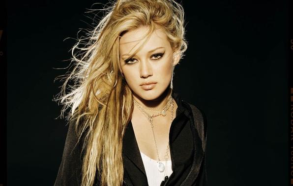Картинка взгляд, девушка, украшения, стрелки, волосы, макияж, блондинка, Hilary Duff, пиджак