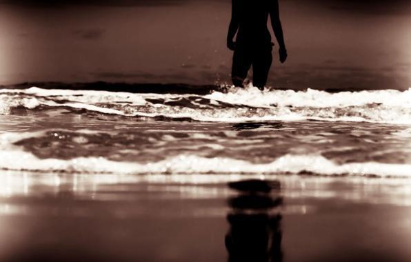 Картинка море, волны, пляж, небо, вода, девушка, фон, отдых, widescreen, обои, настроения, женщина, волна, вечер, силуэт, …
