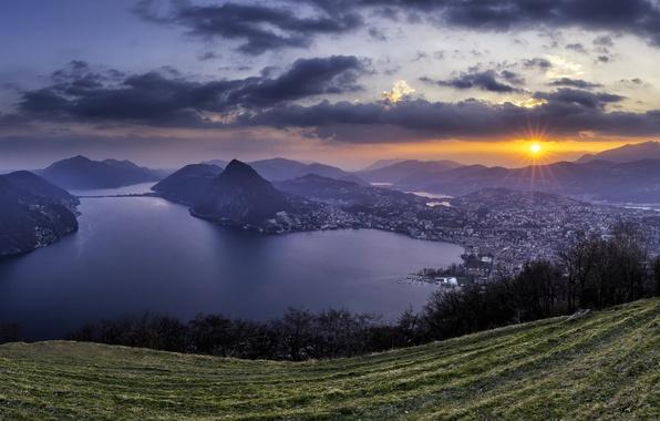 Картинка закат, горы, озеро, Швейцария, Альпы, панорама, Switzerland, Alps, Lake Lugano, Ticino, Тичино, Ruvigliana, озеро Лугано, ...