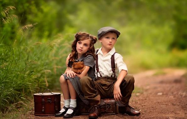 Картинка мальчик, девочка, ожидание, собачка, чемоданы