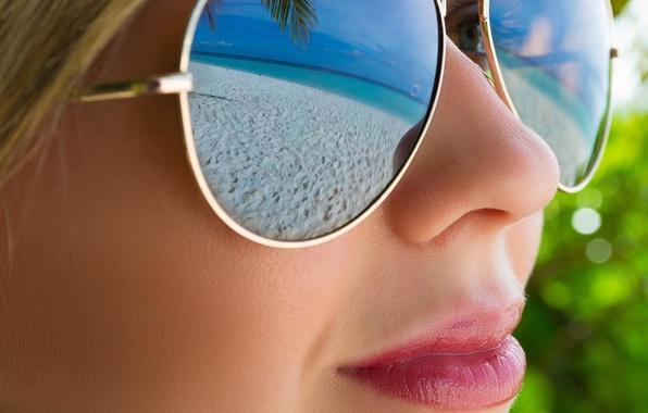 Картинка пляж, девушка, лицо, отражение, очки