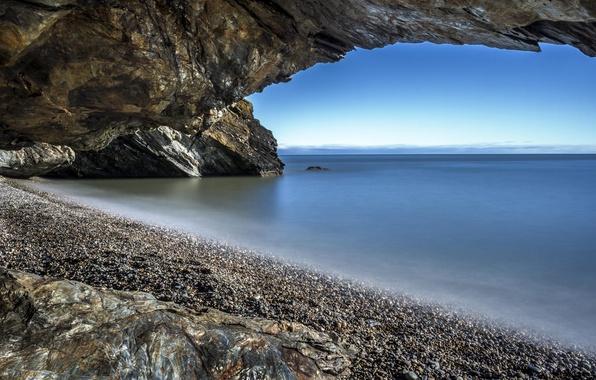 Картинка море, пляж, галька, скала, берег