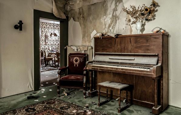 Картинка комната, дверь, пианино