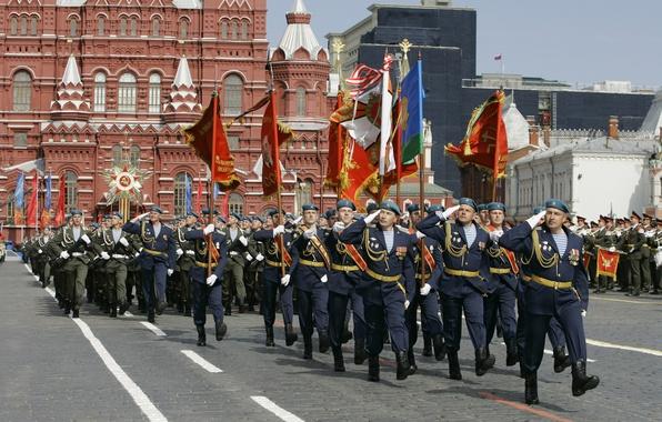 Картинка солдаты, Москва, СССР, флаги, Россия, Красная площадь, 9 мая, военные, войска, марш, знамена, гордость, ВДВ, …
