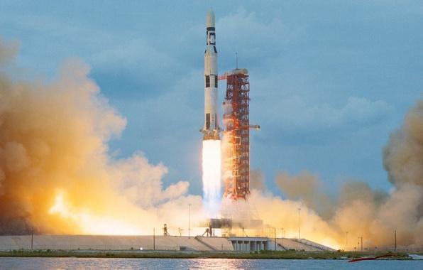 Картинка огонь, дым, ракета, старт, космодром, взлет