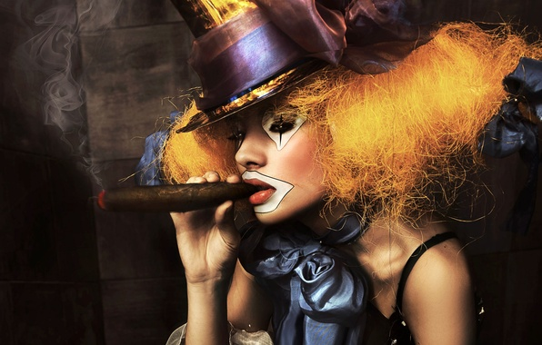 Картинка девушка, дым, портрет, шляпа, клоун, сигара, бант, грим
