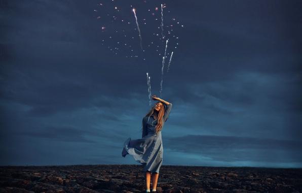 Фото обои фейерверк, девушка, пашня, платье, Rosie Hardy
