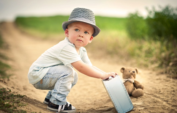 Картинка дорога, игрушка, мальчик, мишка, чемодан, ребёнок