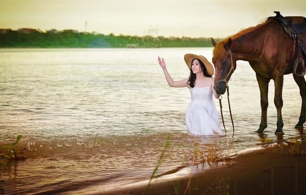 Картинка брызги, улыбка, озеро, конь, лошадь, платье, азиатка