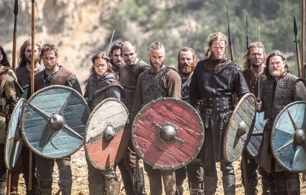 Картинка сериал, воины, щиты, исторический, Vikings, Викинги, Трэвис Фиммел, Travis Fimmel
