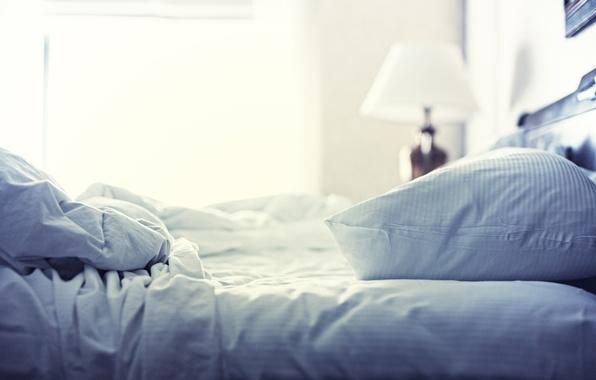 Картинка свет, радость, бодрость, жизнь, уют, дом, комната, настроение, кровать, сон, позитив, утро, окно, день, подушка, …