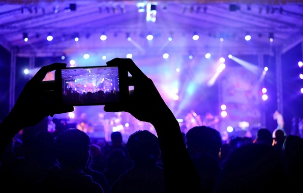 Картинка макро, огни, музыка, сцена, размытость, приборы, концерт, зал, разноцветные, зрители, hi-tech, боке, смартфон, wallpaper., technology, ...