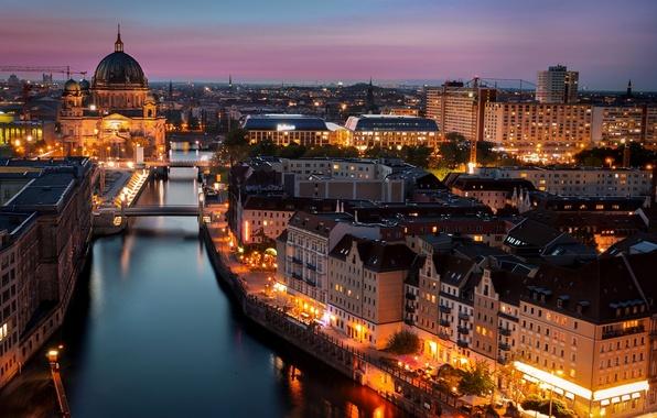 Картинка свет, город, огни, река, здания, дома, вечер, Германия, освещение, фонари, церковь, архитектура, мосты, Deutschland, Берлин, …