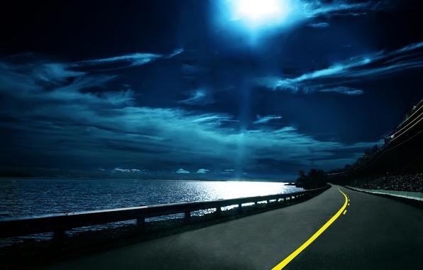 Картинка дорога, небо, вода, ночь, тучи, путь, разметка, даль, горизонт