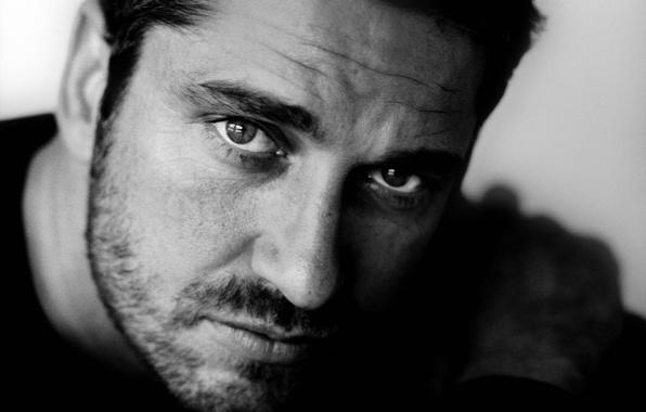 Картинка глаза, взгляд, лицо, фотография, черно-белая, портрет, актёр, щетина, монохром, Джерард Батлер, Gerard Butler