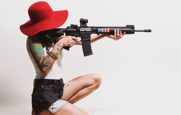 Картинка девушка, волосы, шляпа, винтовка, татуировки, штурмовая