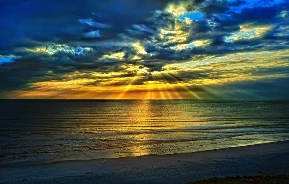 Картинка море, пляж, небо, облака, пейзаж, синий, природа, восход солнца, летом, лучей