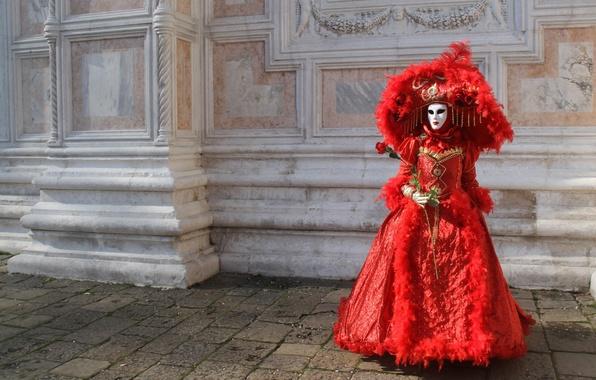 Картинка цветок, девушка, стена, красное, роза, шляпа, маска, карнавальное платье